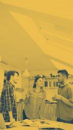 Grupo conversando sepia amarillo
